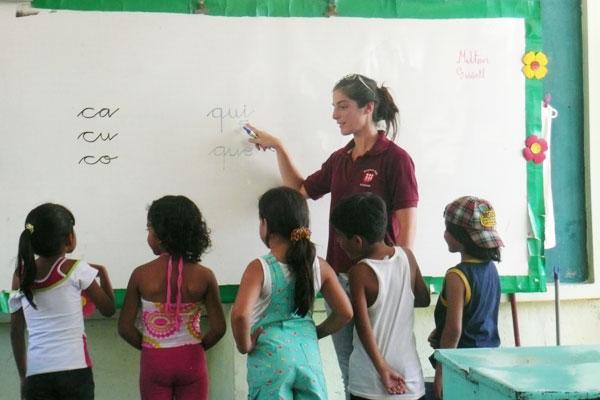 alicia-colson-volontaire-inigo-guayaquil-colombie